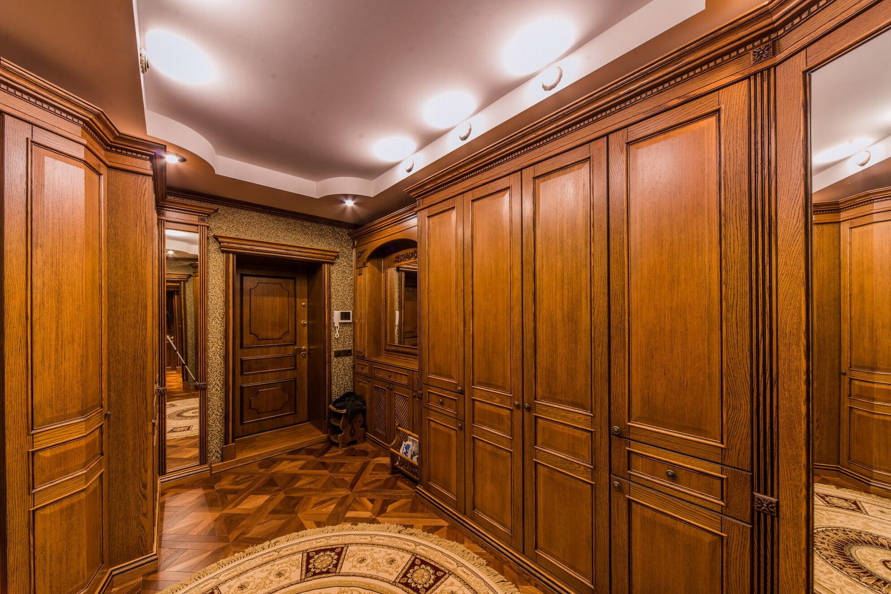 Металлическая элитная дверь с массивом дуба - Компания