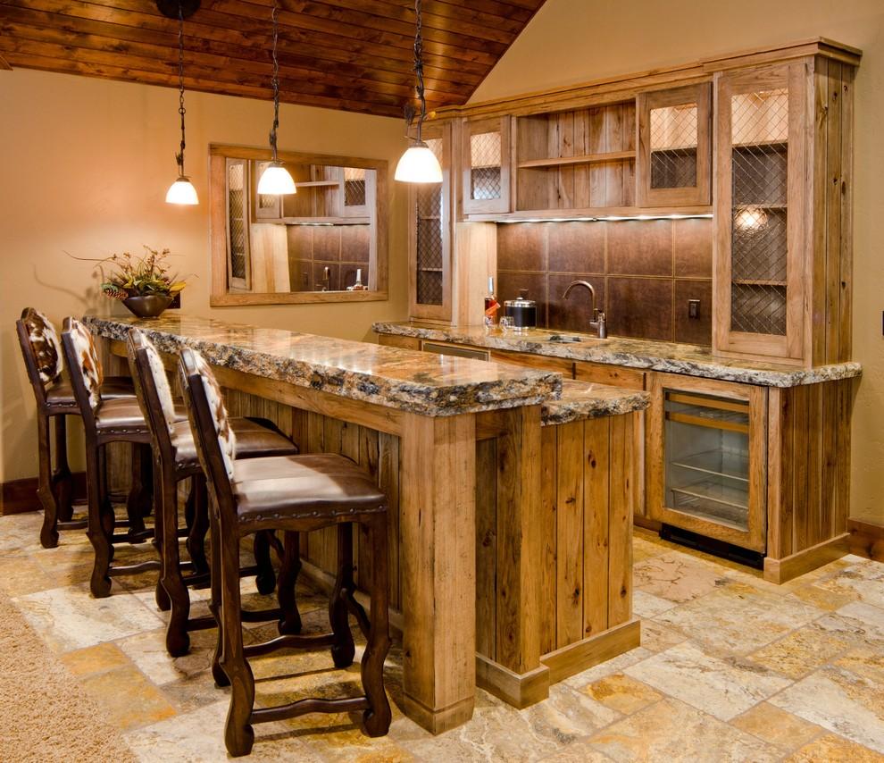 Дизайн кухни в деревянном доме с барной стойкой